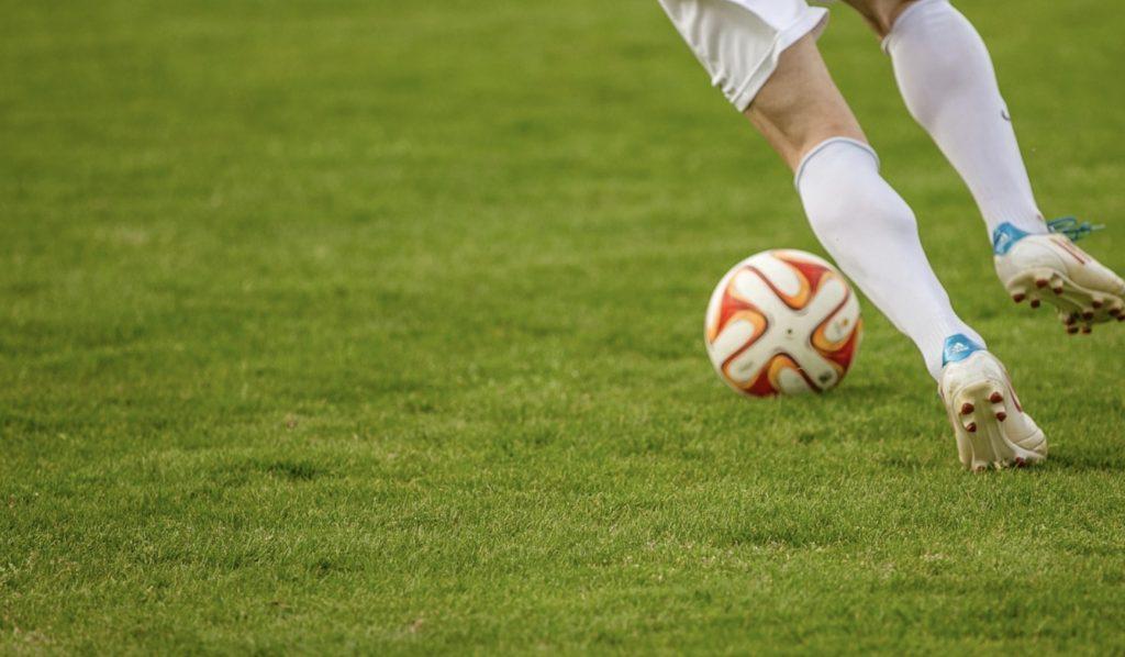 Jakie mecze w piątek? Co obejrzeć online w dniu 18 października - plan transmisji!