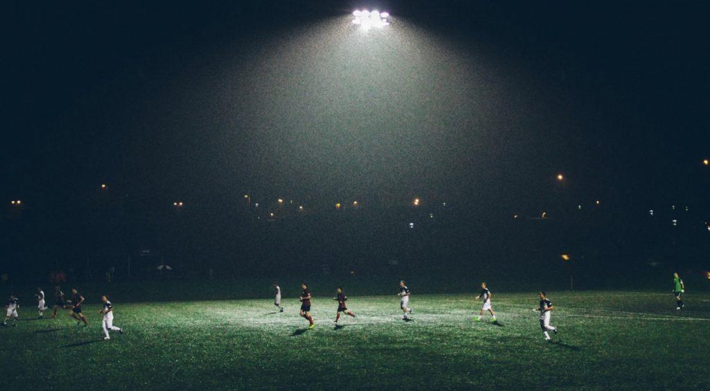 Mecze na niedzielę. Transmisje na 20 października - Manchester - Liverpool, Arka - Lechia, Milan - Lecce