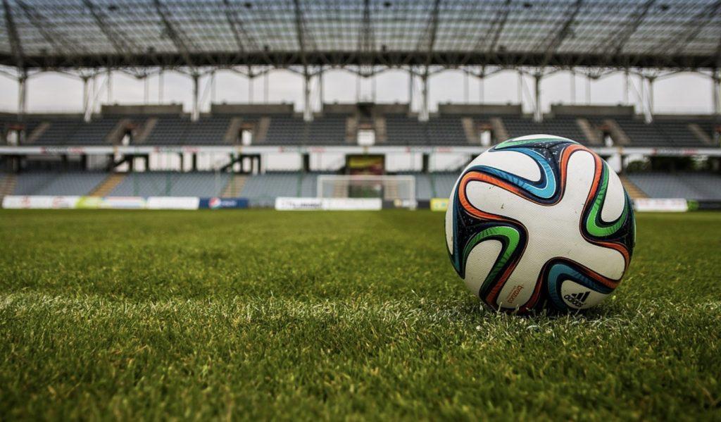 Widzew - Legia. Hit środy w Pucharze Polski oraz super mecze w EFL Cup - plan transmisji na 30 października!